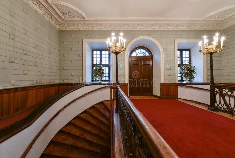 Salão e escadaria luxuosos fotografia de stock royalty free