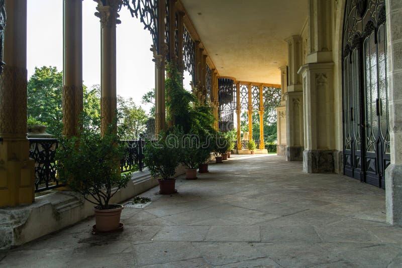 Salão exterior do castelo Hluboka imagens de stock