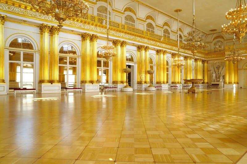 Salão heráldico do palácio do inverno, St Petersburg foto de stock