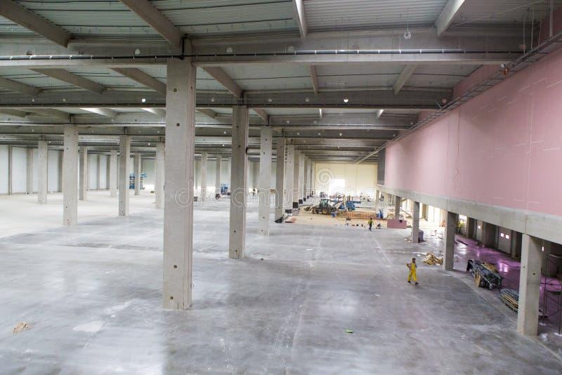 Salão interno sob a construção imagens de stock