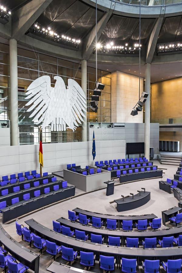 Salão plenário do parlamento alemão Bundestag em Berlim fotos de stock royalty free