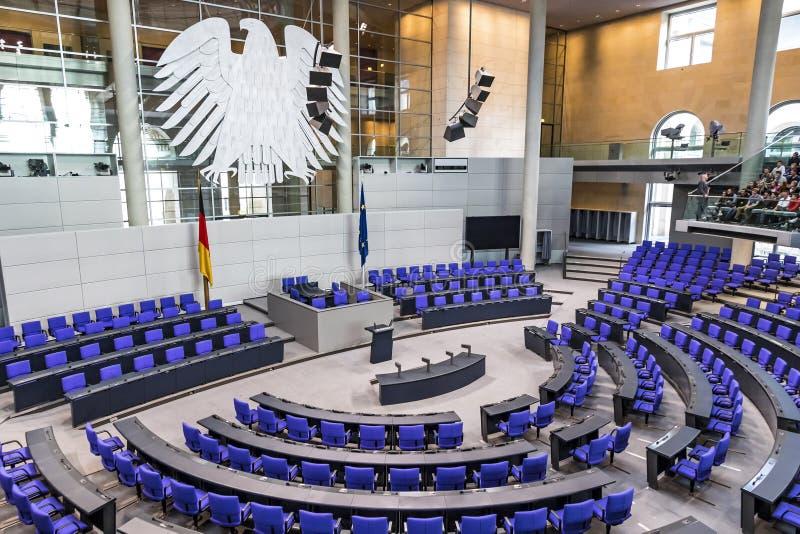 Salão plenário do parlamento alemão Bundestag em Berlim fotografia de stock royalty free