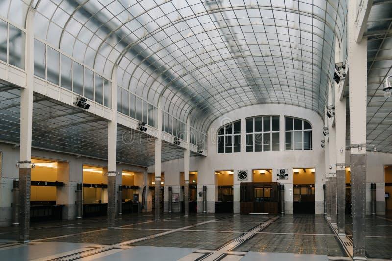Salão principal da construção de banco de poupança postal austríaca em Viena fotos de stock