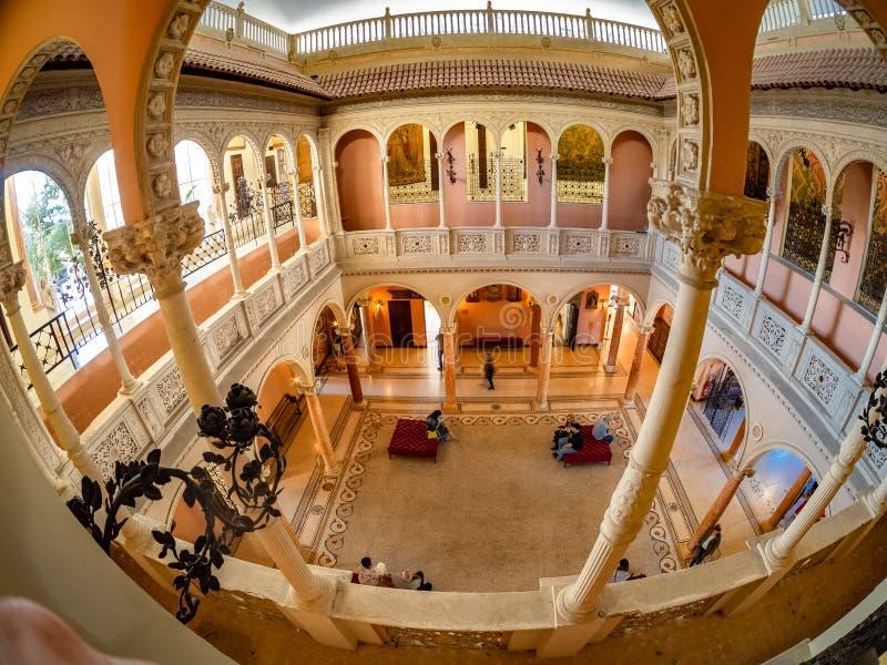 Salão principal da recepção da família real de Rothschild em França imagens de stock royalty free