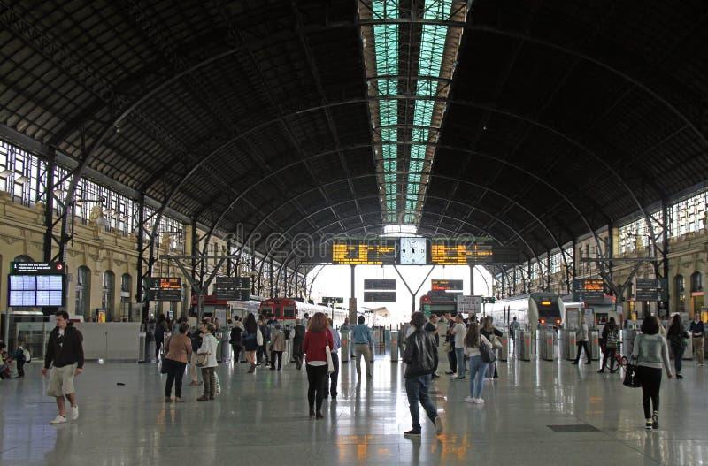 Salão principal do estação de caminhos de ferro do norte em Valência imagem de stock