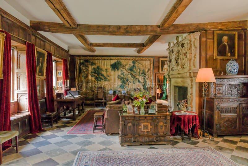Salón, Baddesley Clinton Manor House, Warwickshire imagen de archivo libre de regalías