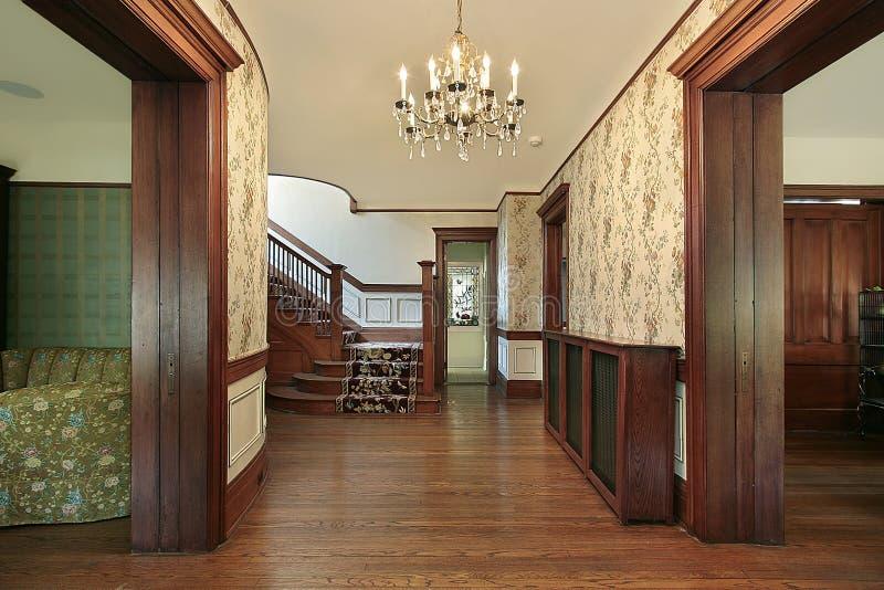 Salón con el revestimiento de madera de madera fotografía de archivo libre de regalías