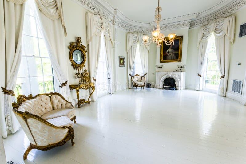 Salón de baile blanco en la casa de la plantación de Nottoway foto de archivo libre de regalías