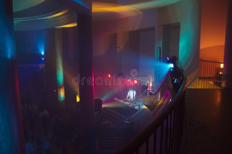 Salón de conciertos con las luces imágenes de archivo libres de regalías