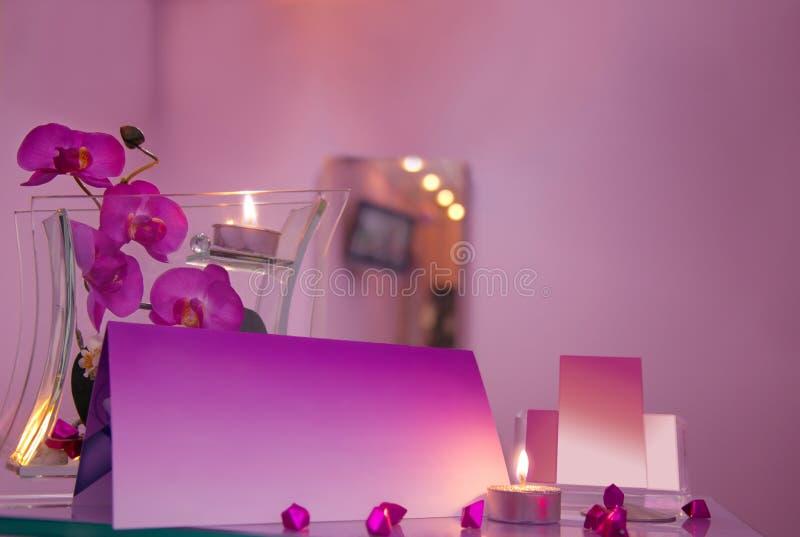 Salón de pelo de lujo con las tarjetas de visita en blanco fotos de archivo libres de regalías