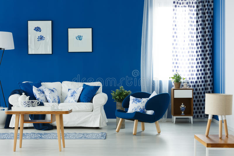 Salón del azul y del blanco imágenes de archivo libres de regalías