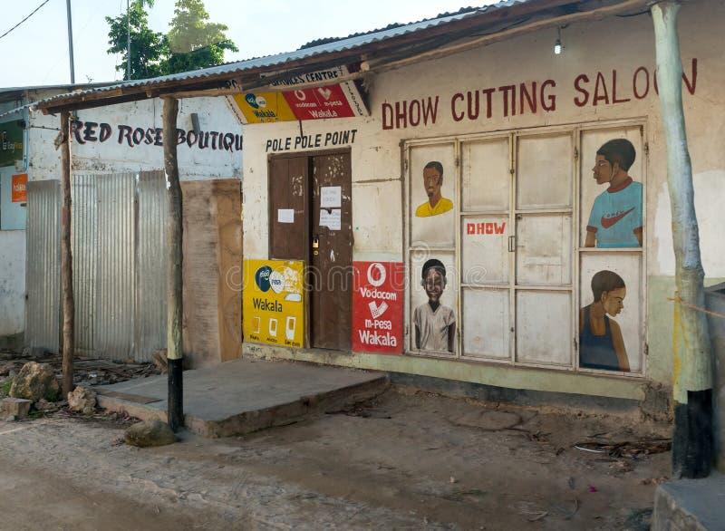 Salón del corte del Dhow en el pueblo de Zanzíbar imágenes de archivo libres de regalías