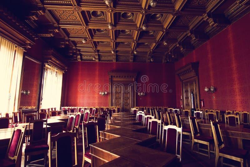 Salões internos na construção histórica bonita da universidade do nacional de Chernivtsi foto de stock royalty free