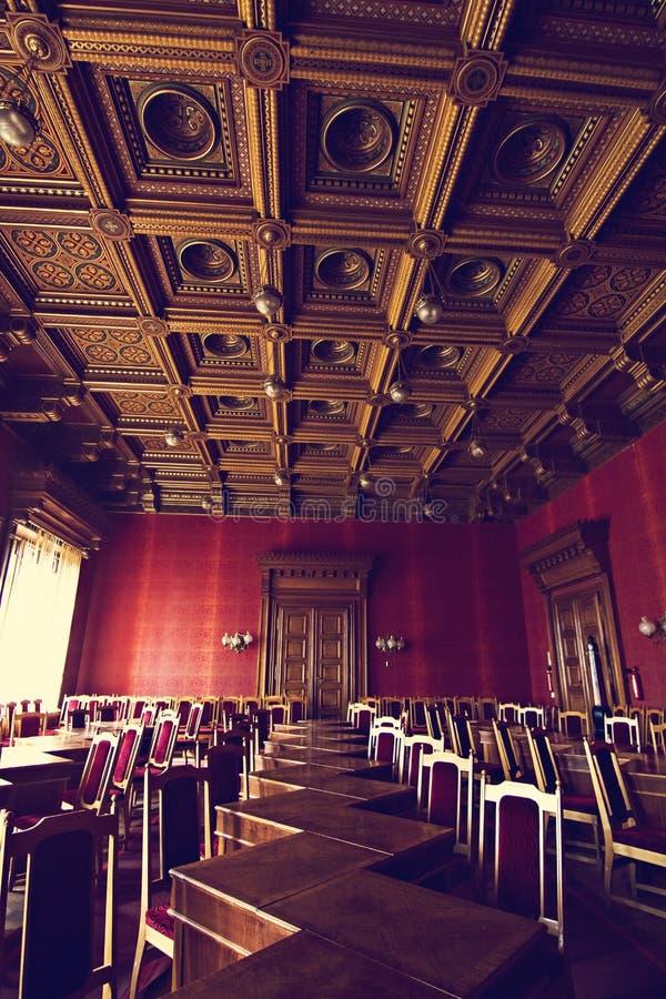 Salões internos na construção histórica bonita da universidade do nacional de Chernivtsi fotografia de stock