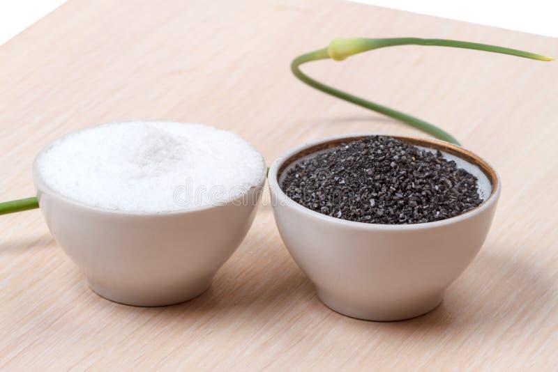 Sal blanca y negra de la comida de piedra de la cocina imágenes de archivo libres de regalías