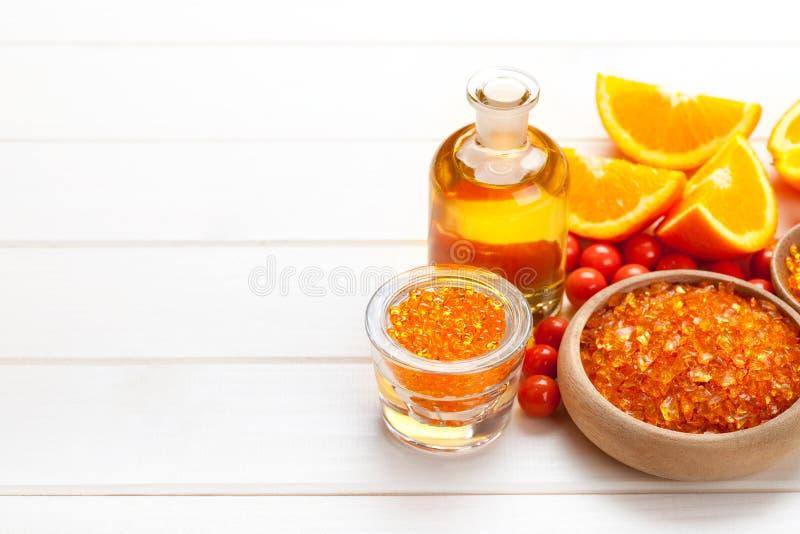 Sal de baño y frutas anaranjadas fotos de archivo libres de regalías