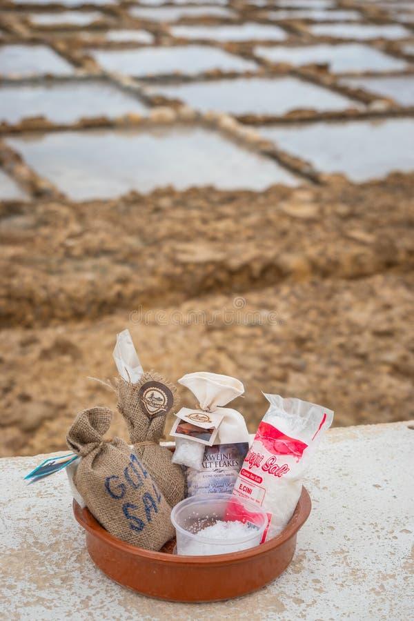 Sal del mar lista para la venta en el marsalforn Gozo fotografía de archivo