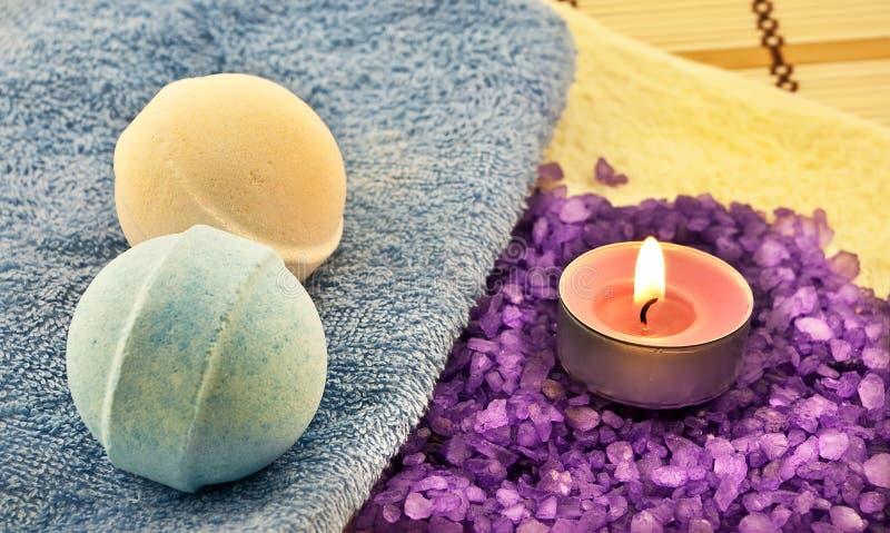 Sal e esferas de banho fotografia de stock royalty free