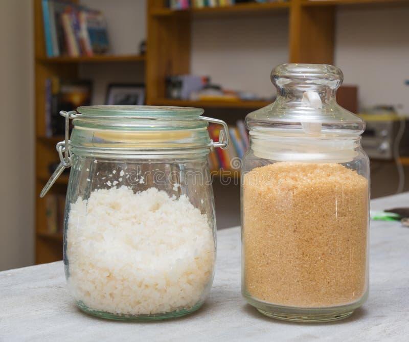 Sal y azúcar en una botella de cristal fotos de archivo libres de regalías