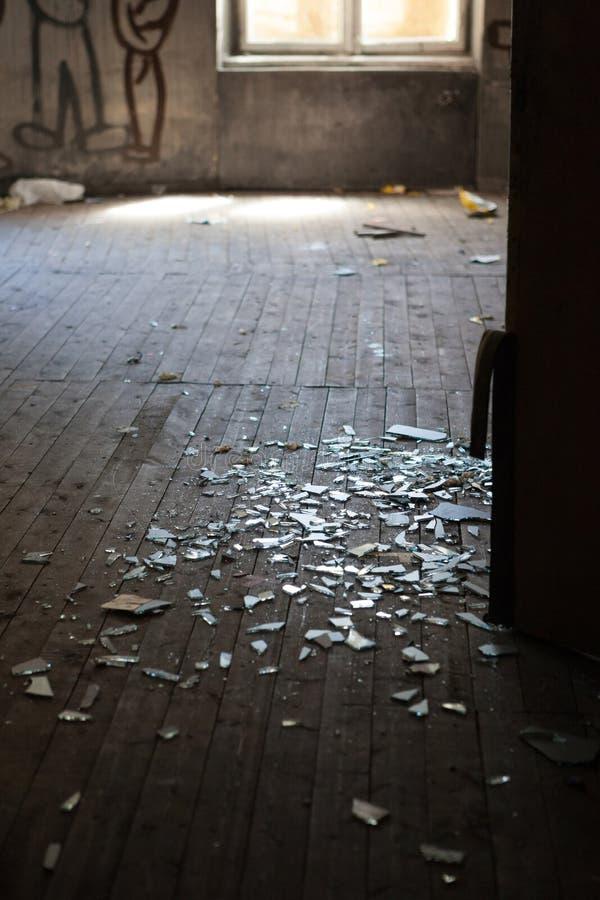 Sala assustador abandonada imagem de stock