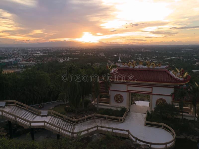 Sala avec un toit de style chinois pour visiter le pays, sur la montagne Kho Hong Mountain, Thaïlande photos stock