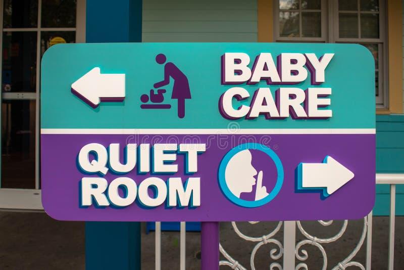 Sala 'Baby Care' e 'Quiet Room' fotografia stock