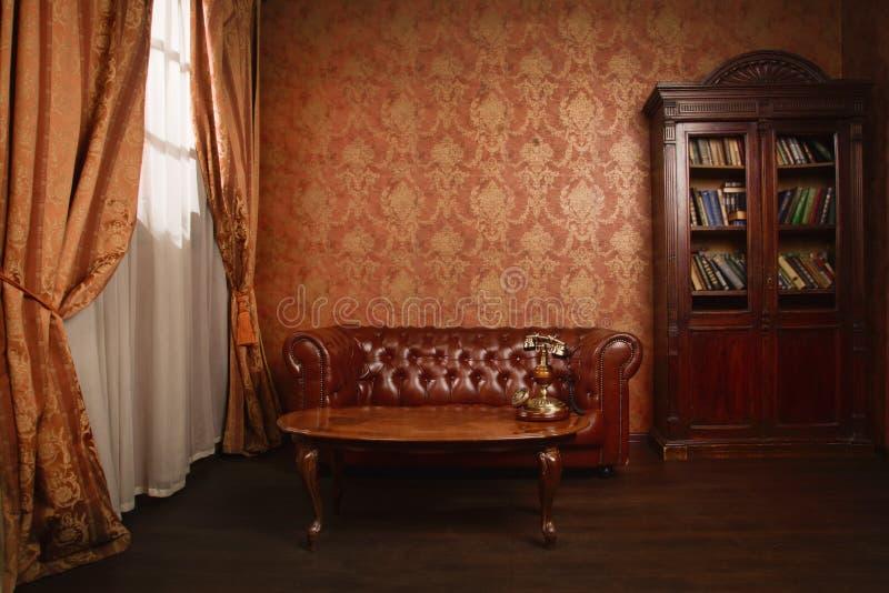 Sala clássica da biblioteca fotografia de stock