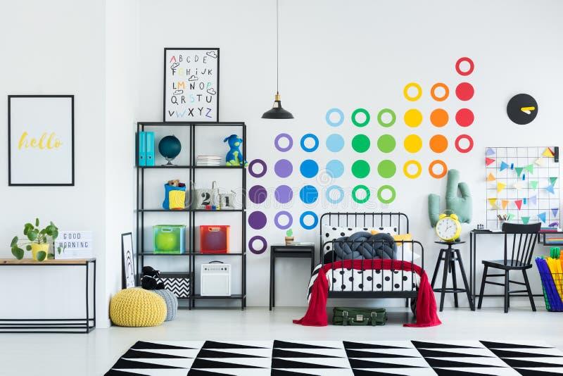 Sala colorida do ` s da criança foto de stock