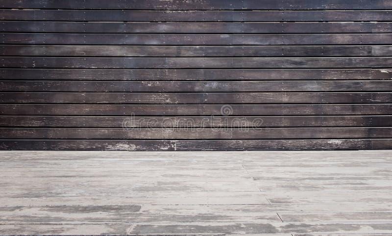 Sala com parede e o assoalho de madeira imagens de stock