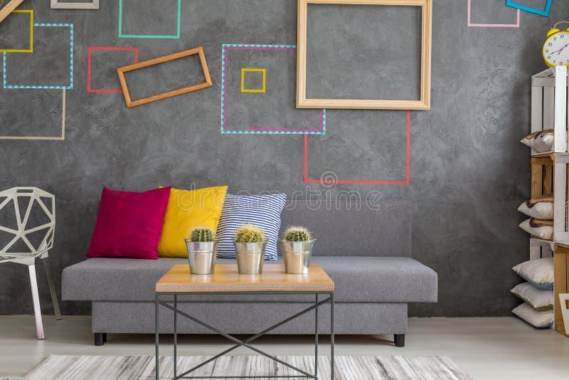 Sala com quadrados decorativos da parede foto de stock royalty free