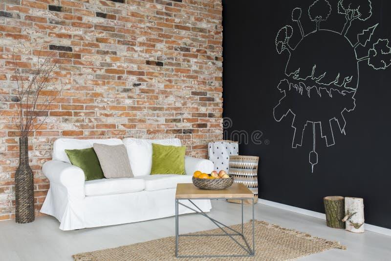 Sala com sofá branco imagem de stock