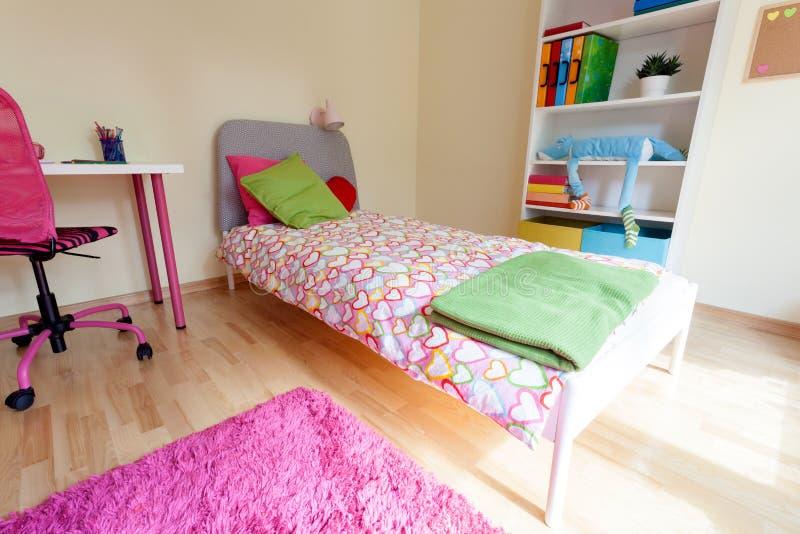 Sala cor-de-rosa bonito para a menina fotos de stock royalty free