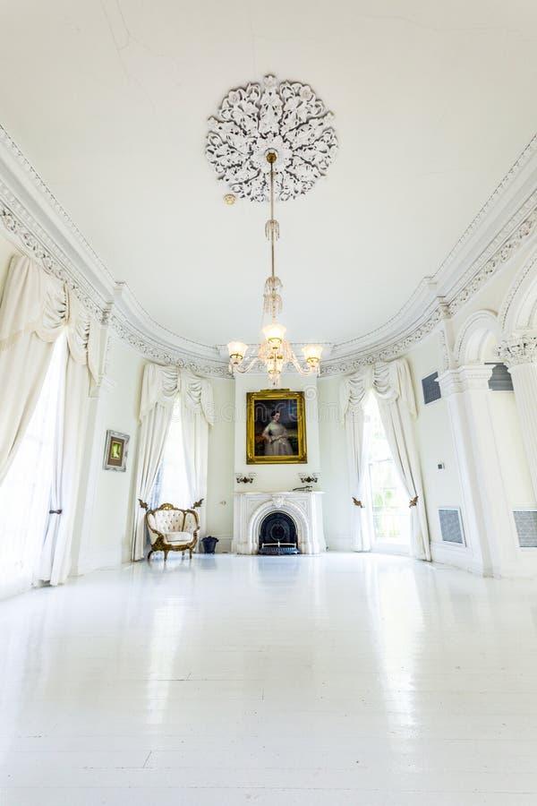 Sala da ballo bianca nella Camera della piantagione di Nottoway fotografie stock libere da diritti
