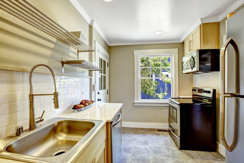 Sala da cozinha com fogão preto imagens de stock