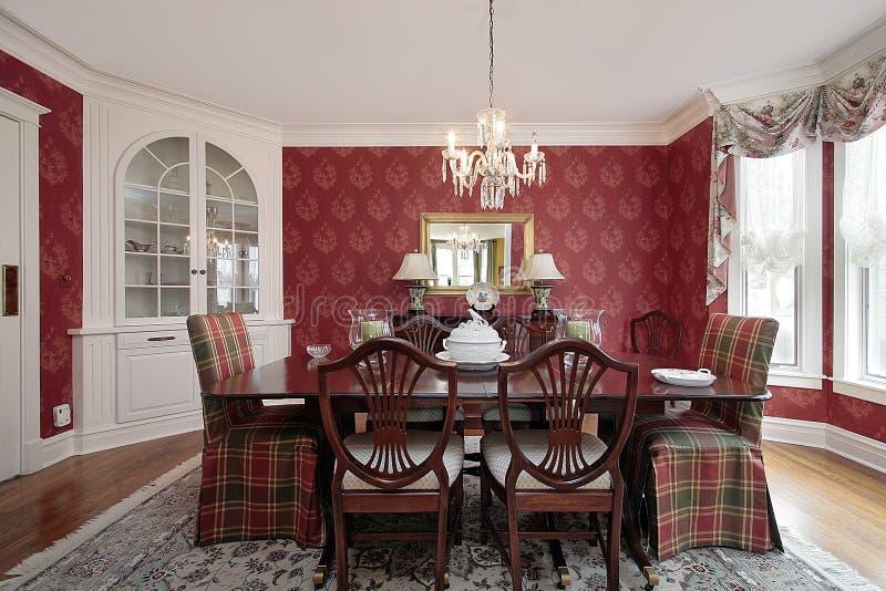 Sala da pranzo con le pareti rosse immagine stock for Pareti sala da pranzo