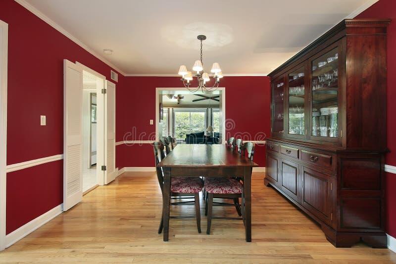 Sala da pranzo con le pareti rosse fotografia stock immagine di stanza mangi 13174648 - Pareti sala da pranzo ...