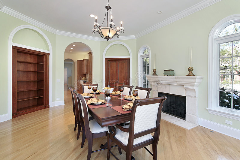 Sala da pranzo con le pareti verdi fotografia stock for Sala da pranzo reale