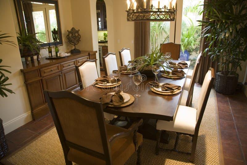 Sala da pranzo domestica di lusso. fotografie stock libere da diritti