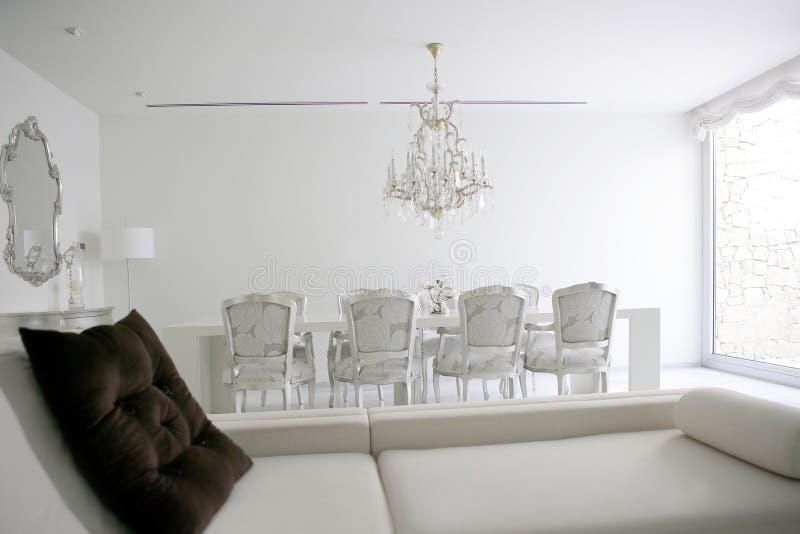Sala da pranzo, interiore bianco di zona del salotto fotografia stock libera da diritti