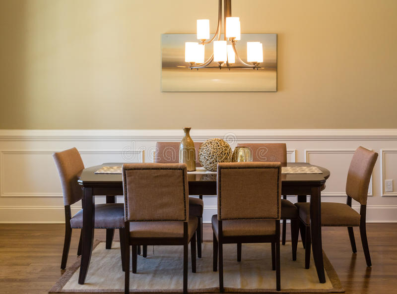 Sala da pranzo moderna immagine stock. Immagine di presidenze - 53179051