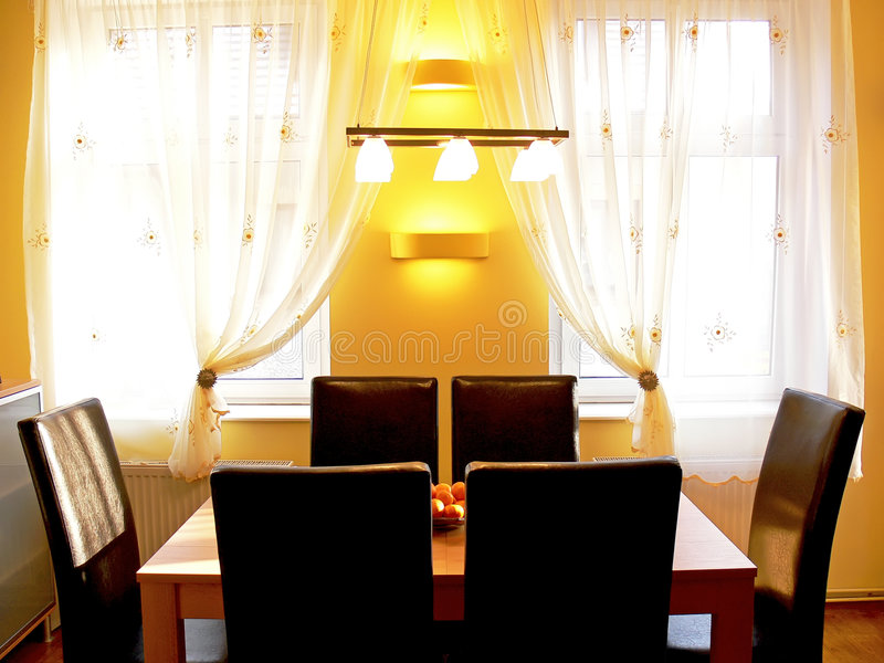 Sala da pranzo moderna fotografia stock immagine di classy 7654646 - Lampadario sala da pranzo moderna ...