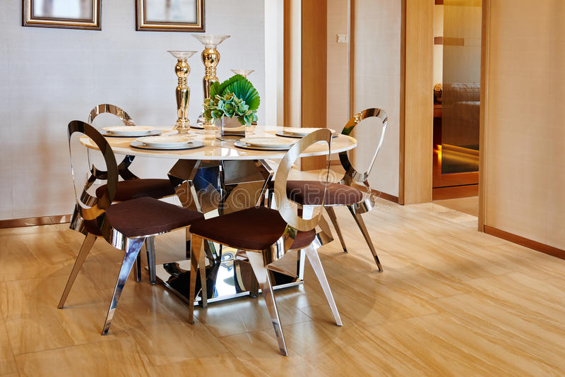 Sala da pranzo di lusso immagine stock immagine di for Sala pranzo moderna