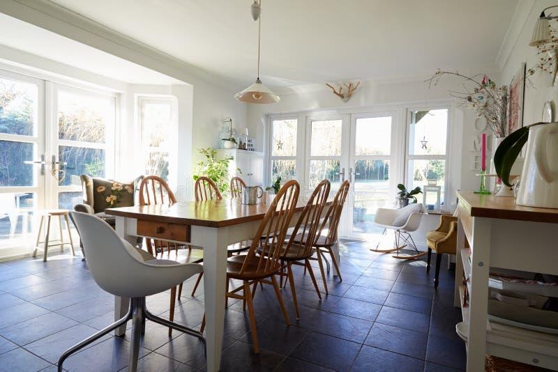 Sala da pranzo nella casa di famiglia contemporanea - Sale da pranzo contemporanee ...