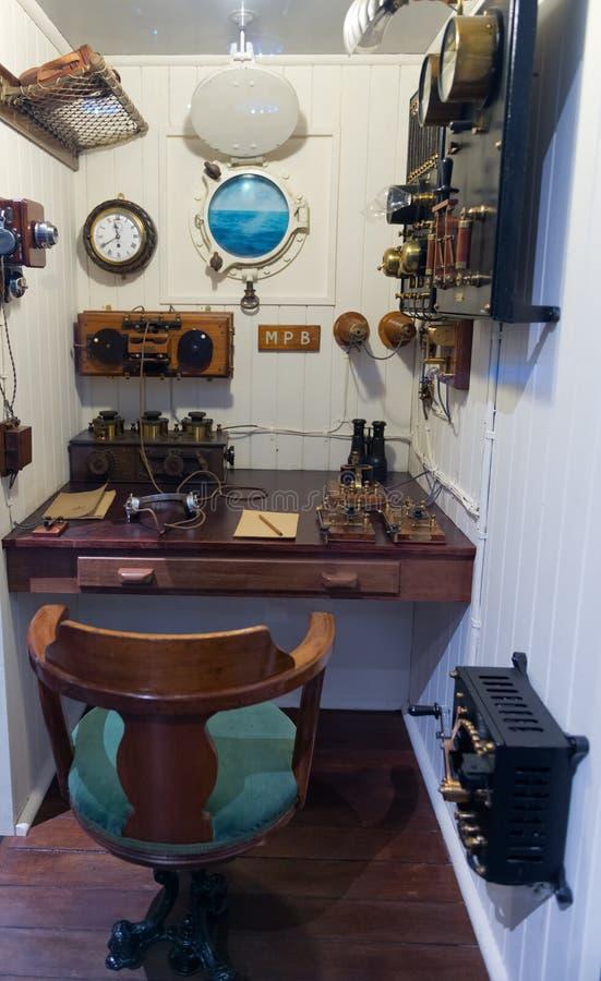 Sala das comunicações no navio velho imagem de stock royalty free