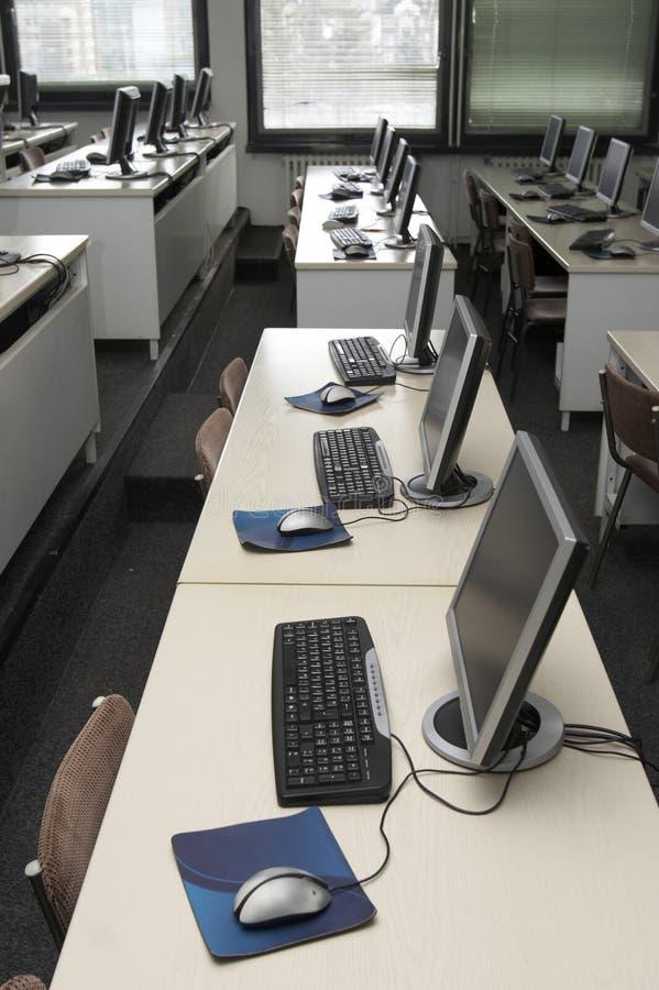 Sala de aula 1 do computador imagens de stock