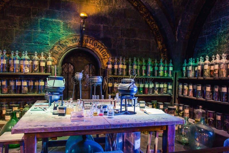 Sala de aula das poções na fatura de Harry Potter Studio imagens de stock royalty free