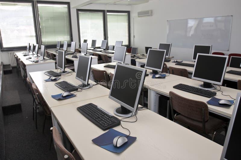 Sala de aula do computador imagens de stock royalty free
