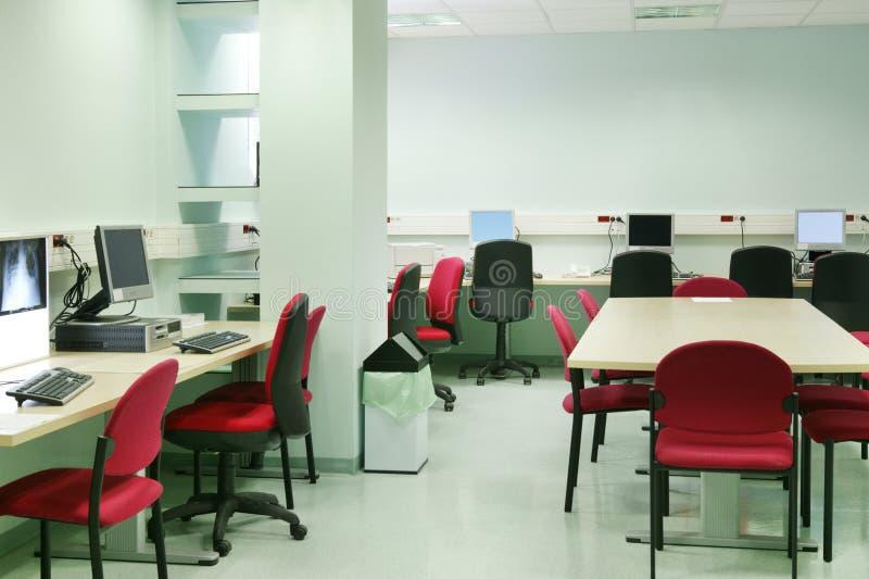 Sala de computador do diagnóstico do hospital Área do tratamento médico fotografia de stock royalty free