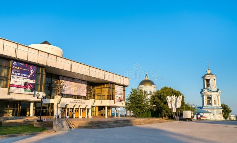 Sala de concertos e catedral de Pokrovsky em Voronezh, Rússia imagem de stock