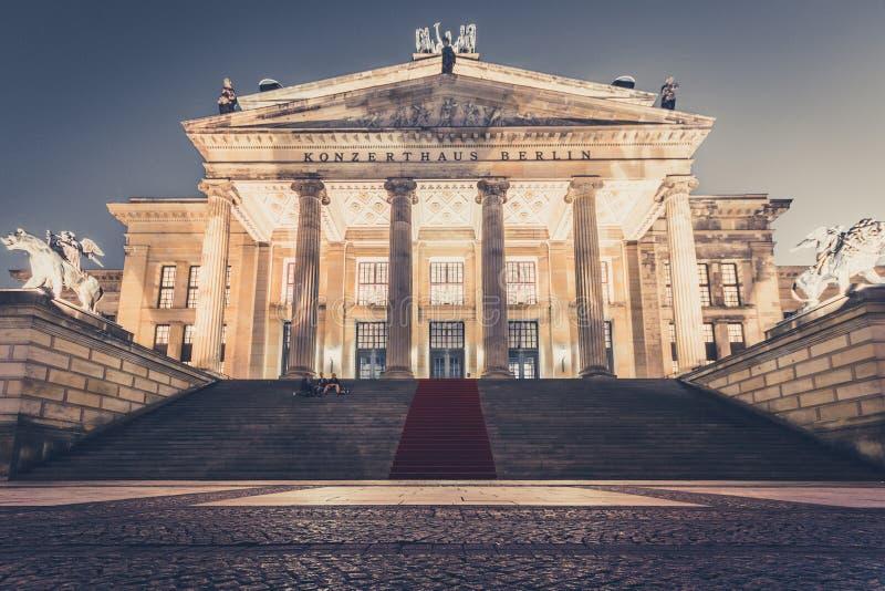 Sala de conciertos Berlín en Gendarmenmarkt en la noche fotos de archivo libres de regalías